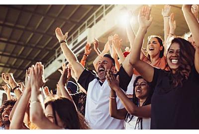 jubelnde Fans in Stadien